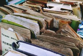 Antike Bücher auf dem Flohmarkt in Berlin