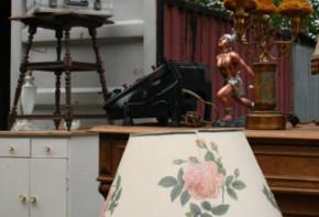 Möbel auf einem Berliner Flohmarkt